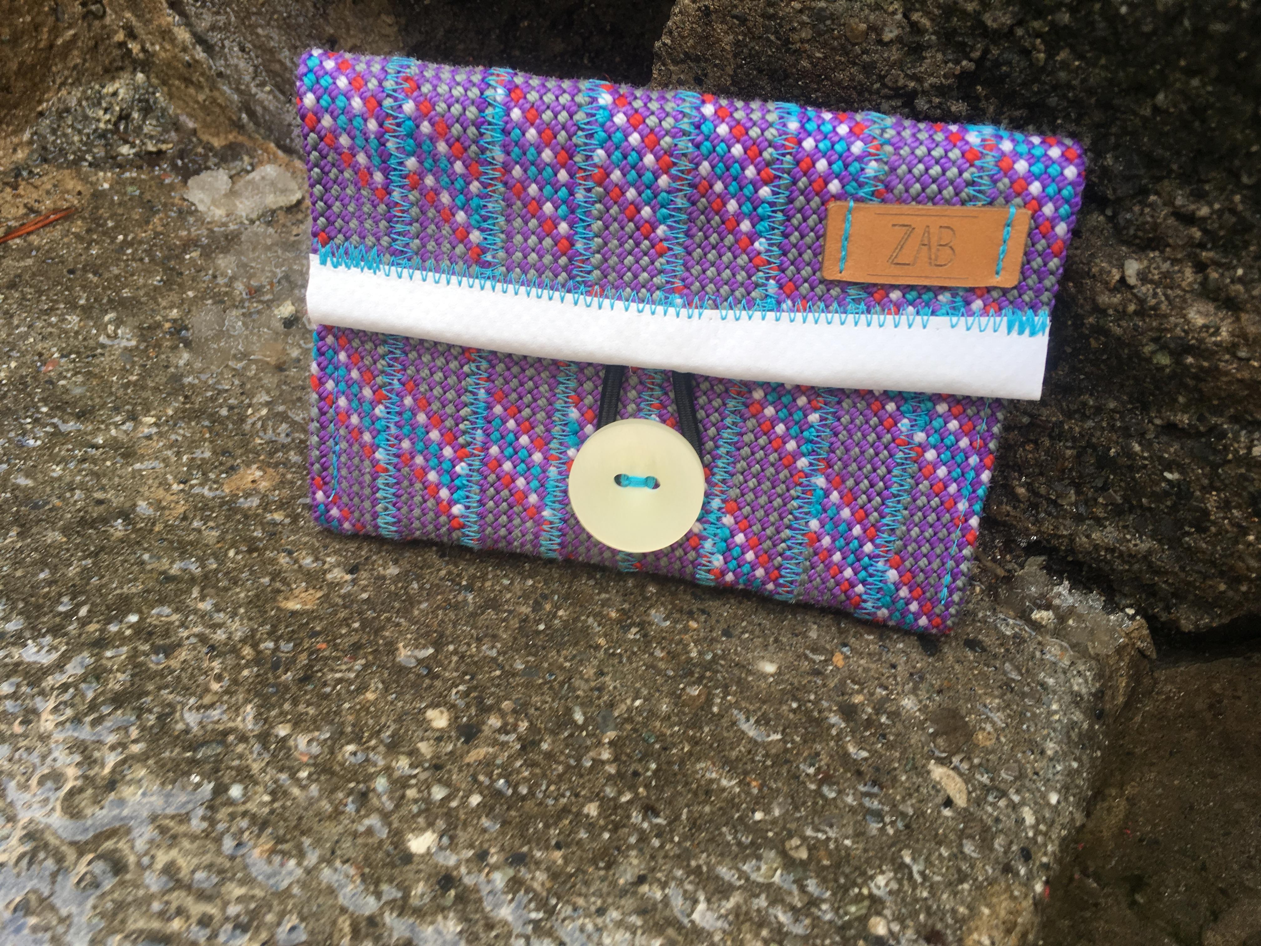 Eine Geldtasche aus wiederverwerteten Kletterseilen